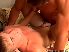 Young tow-haired fucked by a hot top and cumming